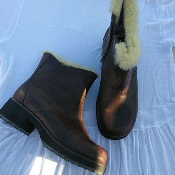 ccf12e3b290 🌿UGG Leather Boots